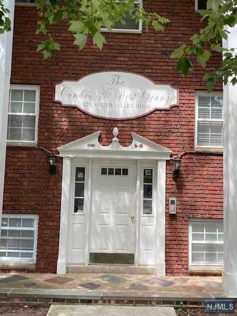 17A S Valley Road #19, West Orange, NJ 07052 (MLS #21007444) :: The Sikora Group