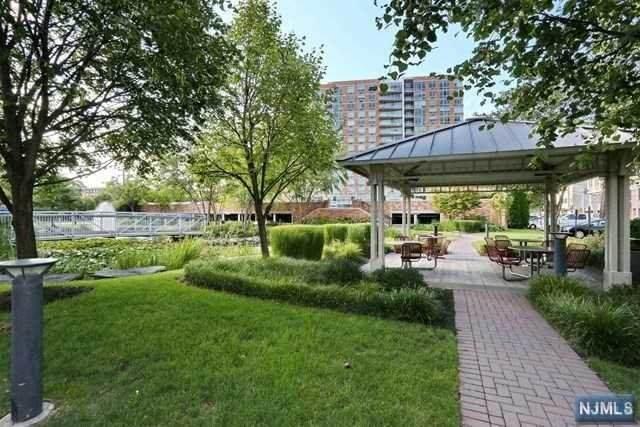 806 Hudson Park, Edgewater, NJ 07020 (MLS #21007794) :: Team Francesco/Christie's International Real Estate