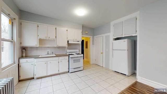 416-418 Leslie Street - Photo 1