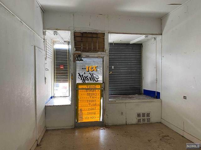 727-731 Chancellor Avenue - Photo 1
