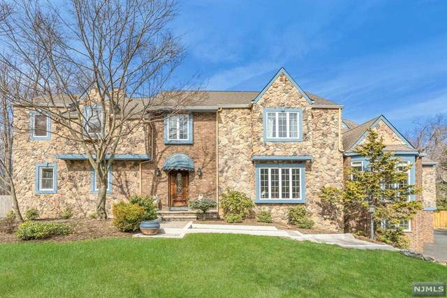 11 Crestview Court, Roseland, NJ 07068 (MLS #21010441) :: Provident Legacy Real Estate Services, LLC