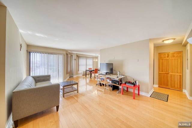 584 Anderson Avenue 2E, Cliffside Park, NJ 07010 (MLS #21012343) :: Corcoran Baer & McIntosh