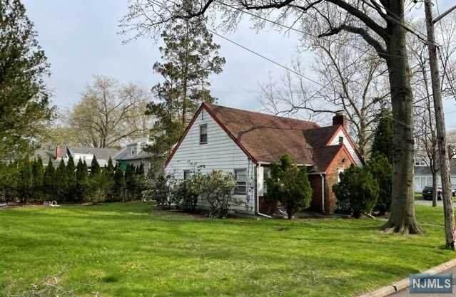 903 Phelps Road, Teaneck, NJ 07666 (#21014544) :: NJJoe Group at Keller Williams Park Views Realty