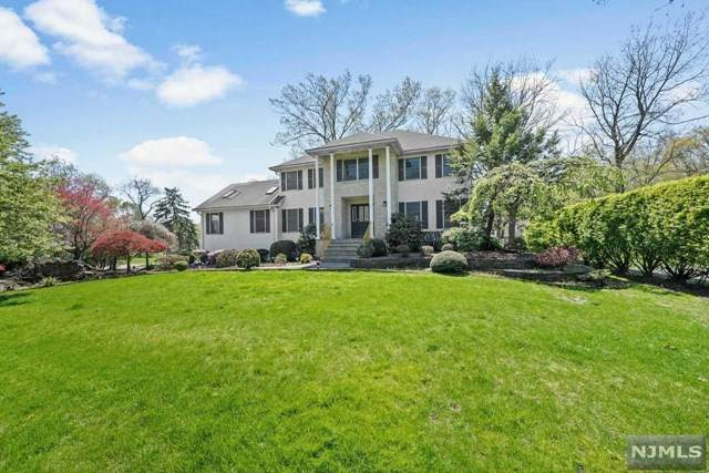 4 Effingham Low Court, Montville Township, NJ 07045 (MLS #21016402) :: Kiliszek Real Estate Experts