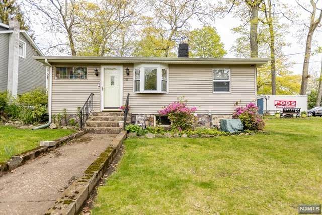 81 Lindys Drive, West Milford, NJ 07480 (MLS #21017931) :: Kiliszek Real Estate Experts