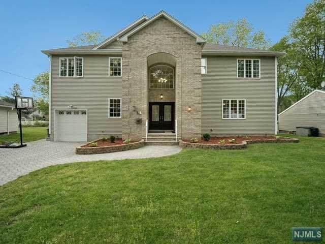 211 Oak Avenue, River Edge, NJ 07661 (MLS #21018353) :: Kiliszek Real Estate Experts