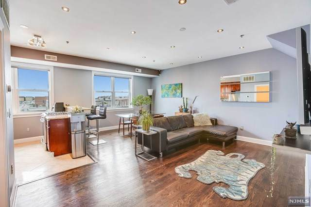 2416 West Street #304, Union City, NJ 07087 (MLS #21018450) :: Provident Legacy Real Estate Services, LLC
