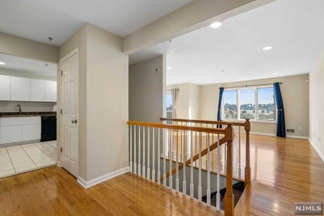9 Legend Hills Drive, Edgewater, NJ 07020 (MLS #21018504) :: Kiliszek Real Estate Experts