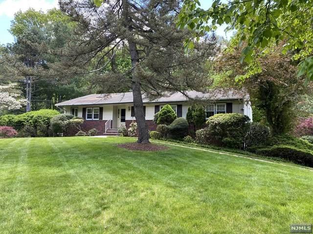 28 Winding Way, Upper Saddle River, NJ 07458 (MLS #21018718) :: Kiliszek Real Estate Experts