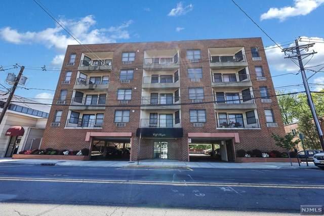 584 Anderson Avenue - Photo 1