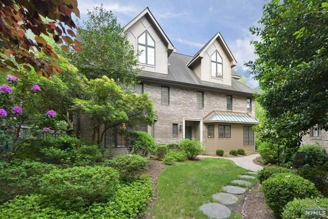 4 a Oxford Wells, Park Ridge, NJ 07656 (MLS #21021184) :: Provident Legacy Real Estate Services, LLC