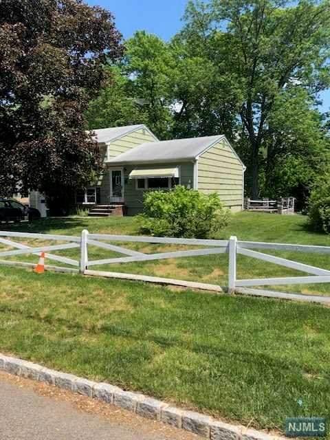 89 Edgewood Drive, Florham Park Borough, NJ 07932 (MLS #21022262) :: Corcoran Baer & McIntosh