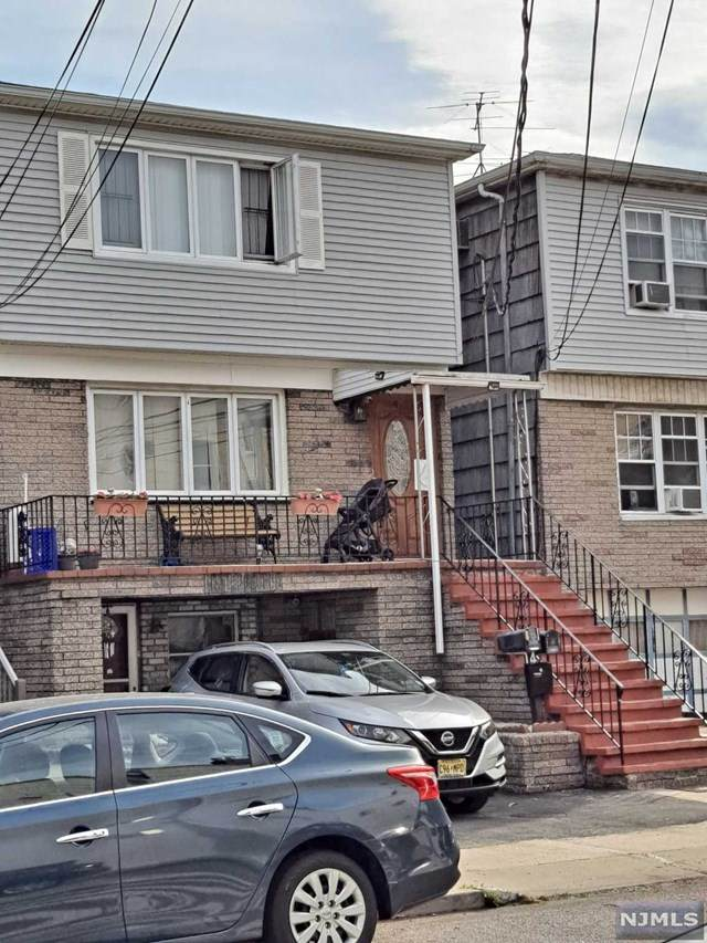 4 E 10th Street, Bayonne, NJ 07002 (MLS #21022441) :: RE/MAX RoNIN