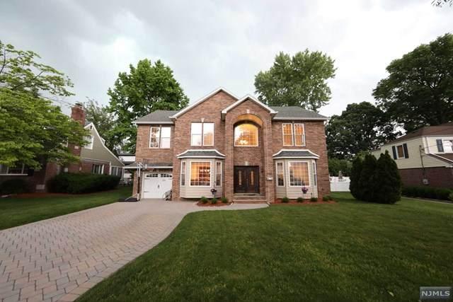 200 N Beech Drive, River Edge, NJ 07661 (MLS #21022942) :: The Dekanski Home Selling Team
