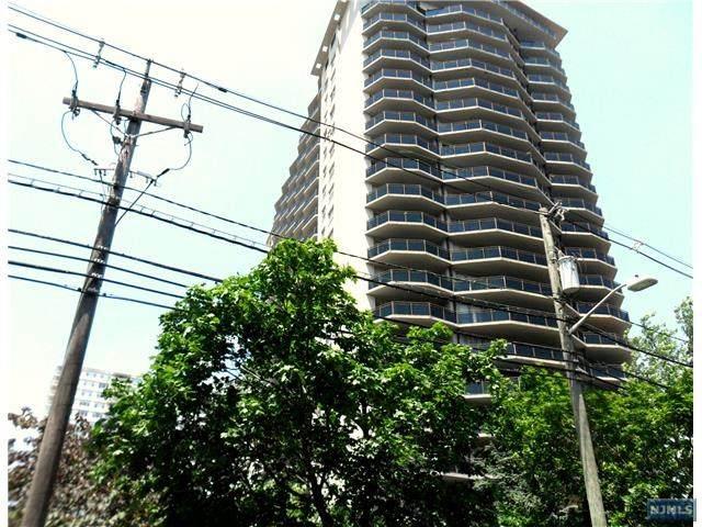 2077 Center Avenue - Photo 1