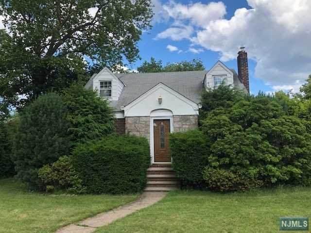 626 Bogert Road, River Edge, NJ 07661 (MLS #21024276) :: The Dekanski Home Selling Team