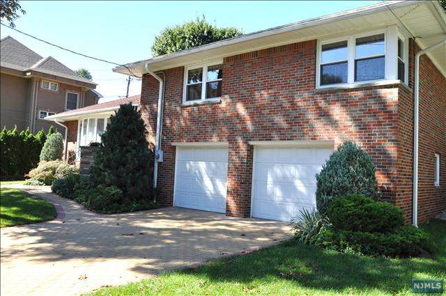 1009 Dearborn Road, Fort Lee, NJ 07024 (MLS #21024411) :: Team Francesco/Christie's International Real Estate