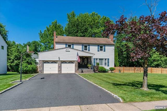5 Whitaker Place, West Caldwell, NJ 07006 (MLS #21024413) :: RE/MAX RoNIN