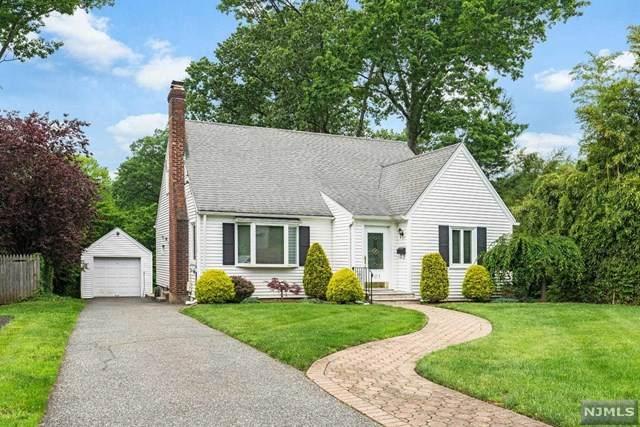 801 Oak Avenue, River Edge, NJ 07661 (MLS #21024425) :: The Dekanski Home Selling Team