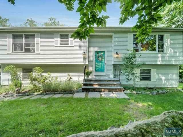 15 Elmwood Court, West Milford, NJ 07421 (MLS #21024824) :: Team Francesco/Christie's International Real Estate