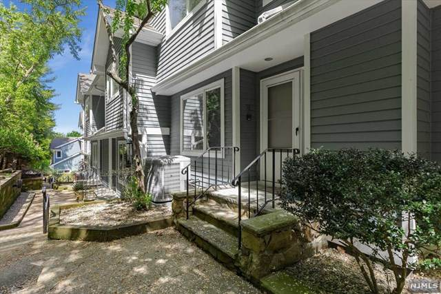 59 Skyview Terrace, Clifton, NJ 07013 (MLS #21025105) :: Corcoran Baer & McIntosh