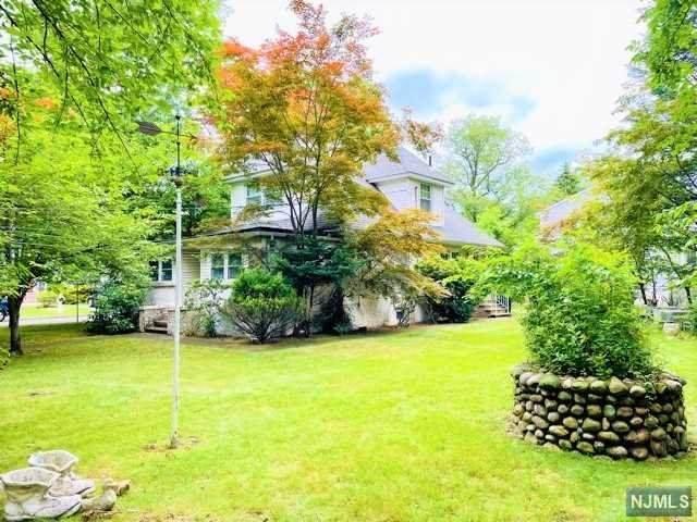 1125 Steuben Avenue, New Milford, NJ 07646 (#21027973) :: NJJoe Group at Keller Williams Park Views Realty
