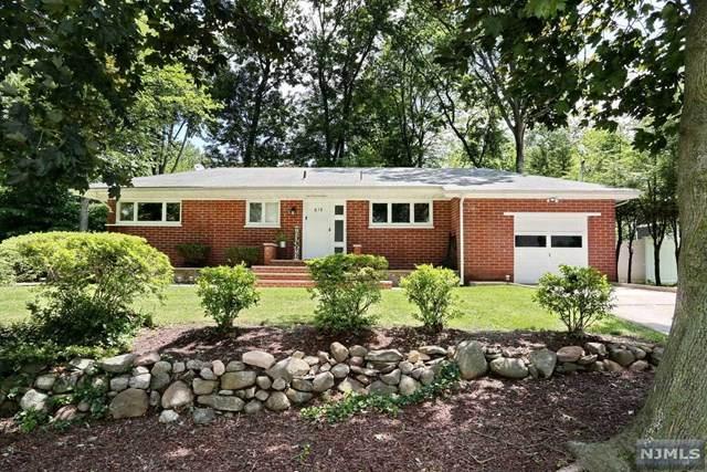619 Walnut Street, Twp Of Washington, NJ 07676 (MLS #21028931) :: Howard Hanna Rand Realty