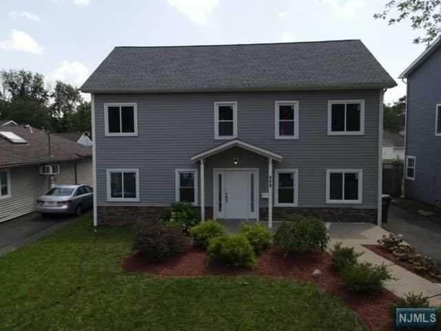 120 Greenwich Drive, Bergenfield, NJ 07621 (MLS #21029301) :: The Dekanski Home Selling Team