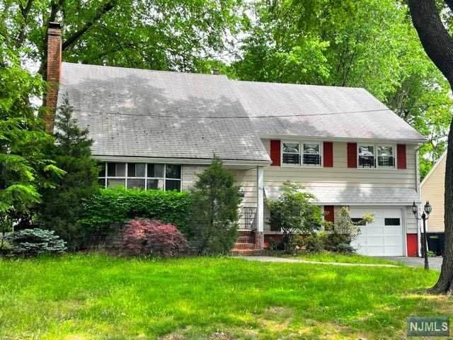 843 Country Club Drive, Teaneck, NJ 07666 (MLS #21029619) :: Howard Hanna Rand Realty