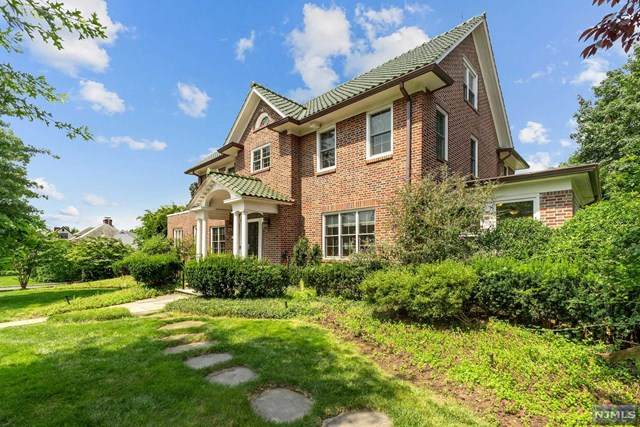 740 Carroll Place, Teaneck, NJ 07666 (MLS #21029920) :: Howard Hanna Rand Realty