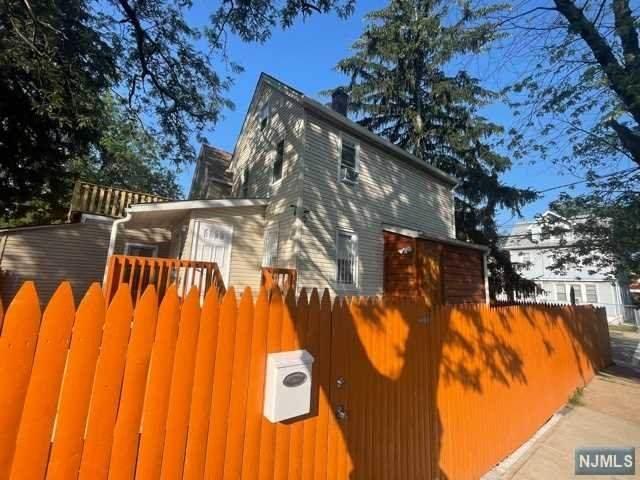 68 Oak Avenue, Irvington, NJ 07111 (MLS #21030021) :: Kiliszek Real Estate Experts