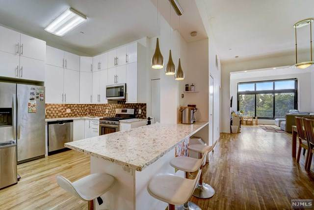 518-536 Gregory Avenue B203, Weehawken, NJ 07086 (#21030690) :: United Real Estate