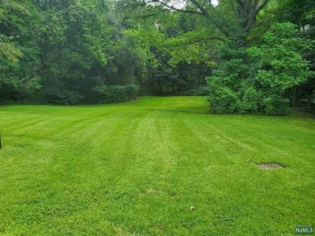810 Highland Avenue, Paramus, NJ 07652 (#21031010) :: NJJoe Group at Keller Williams Park Views Realty