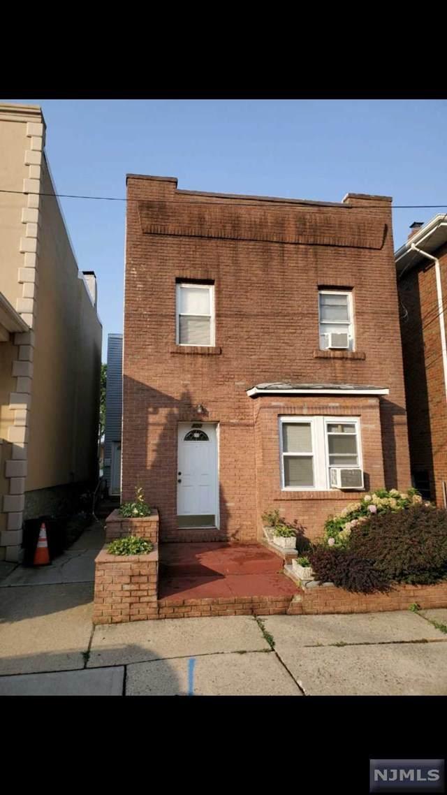 400 Delano Place, Fairview, NJ 07022 (MLS #21031110) :: Howard Hanna | Rand Realty