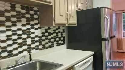 150 Overlook Avenue 6H, Hackensack, NJ 07601 (MLS #21031168) :: Howard Hanna Rand Realty