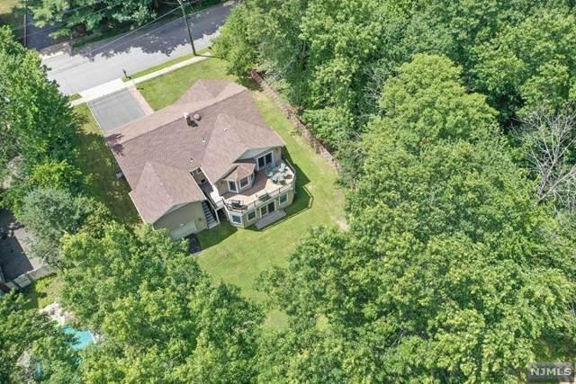 17 Pine Tree Place, West Caldwell, NJ 07006 (MLS #21031961) :: Team Braconi | Christie's International Real Estate | Northern New Jersey