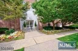 5 Roosevelt Place 4F, Montclair, NJ 07042 (MLS #21032044) :: The Sikora Group