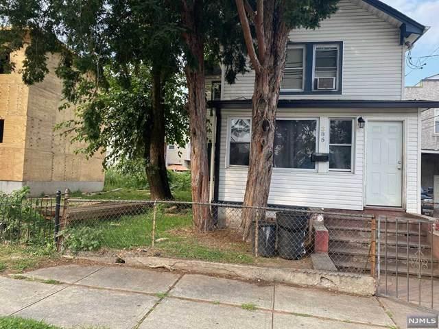 385 Henry Street - Photo 1