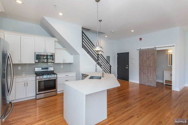 384 Paterson Avenue #202, East Rutherford, NJ 07073 (#21035189) :: United Real Estate