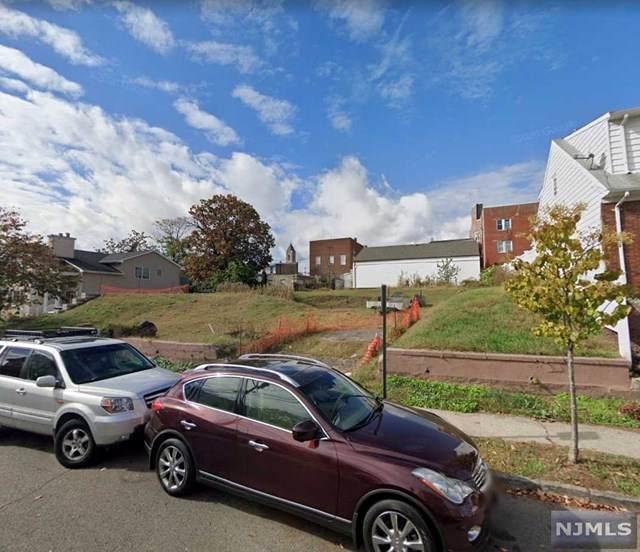 181 Farnham Avenue - Photo 1