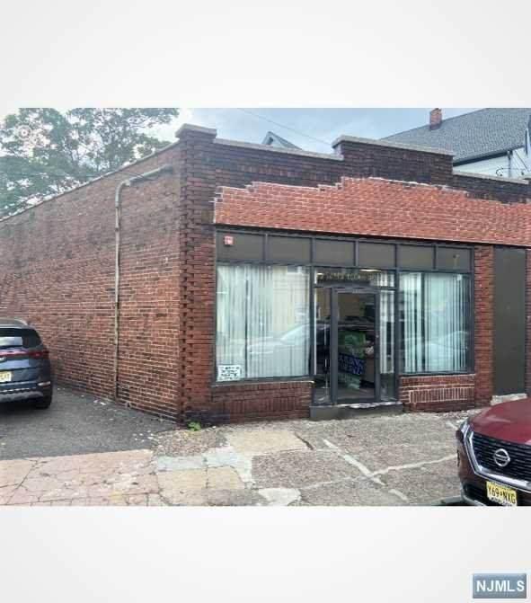 390 Paterson Avenue - Photo 1
