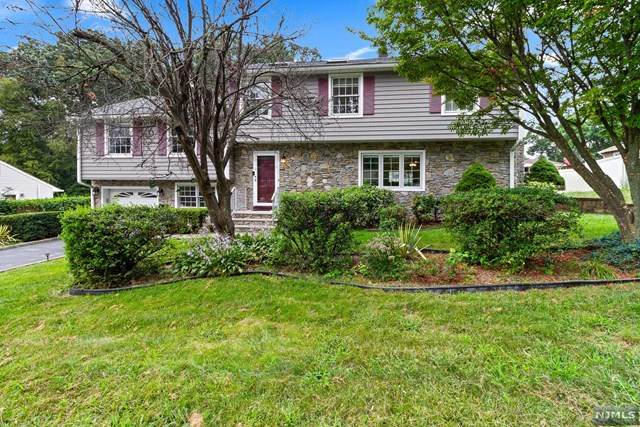 19 Jeffrey Drive, Bloomingdale, NJ 07403 (MLS #21037488) :: Kiliszek Real Estate Experts