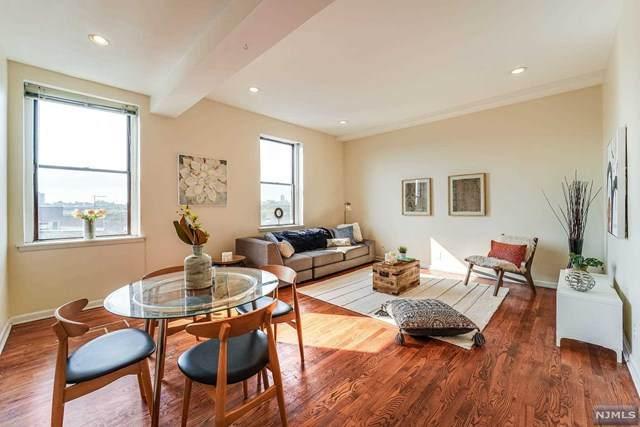 186 Wayne Street 422D, Jersey City, NJ 07302 (MLS #21037852) :: Kiliszek Real Estate Experts