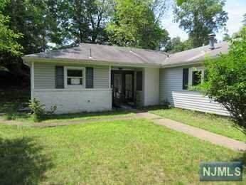 21 Ridge Road, Emerson, NJ 07630 (MLS #21037907) :: Corcoran Baer & McIntosh