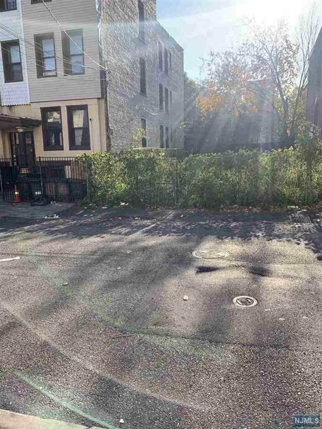 193 Myrtle Avenue, Jersey City, NJ 07305 (MLS #21038079) :: Kiliszek Real Estate Experts