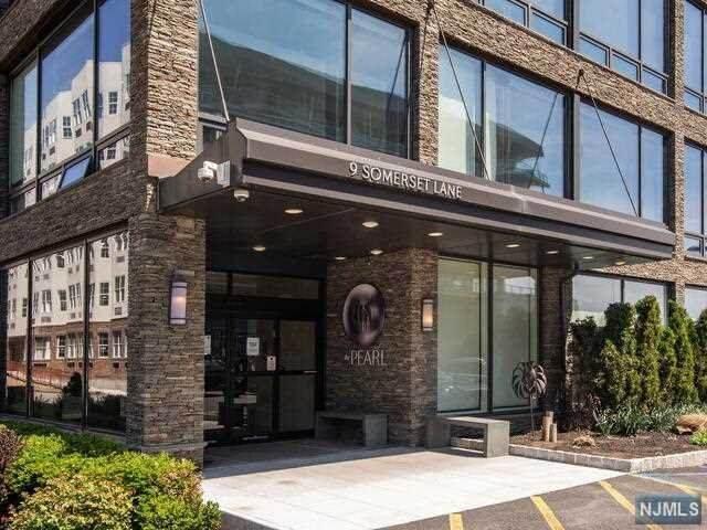 9 Somerset Lane #311, Edgewater, NJ 07020 (MLS #21038329) :: Corcoran Baer & McIntosh
