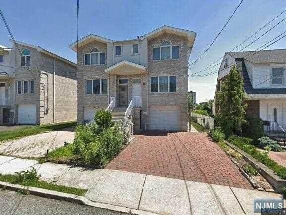 1630 Ponsi Street, Fort Lee, NJ 07024 (MLS #21038653) :: Corcoran Baer & McIntosh
