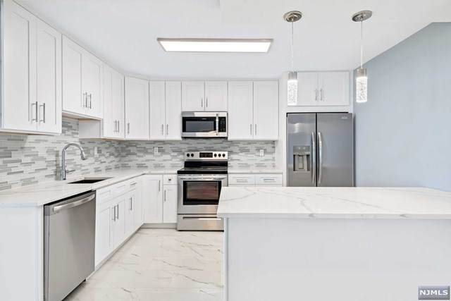 770 Anderson Avenue 22J, Cliffside Park, NJ 07010 (#21038793) :: United Real Estate
