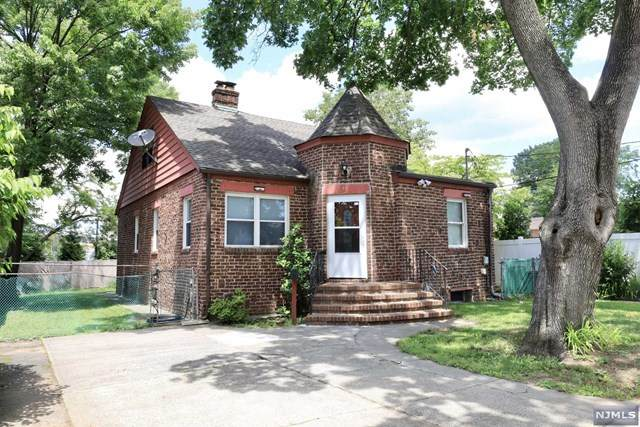 11 W Englewood Avenue, Bergenfield, NJ 07621 (MLS #21040192) :: Team Braconi | Christie's International Real Estate | Northern New Jersey