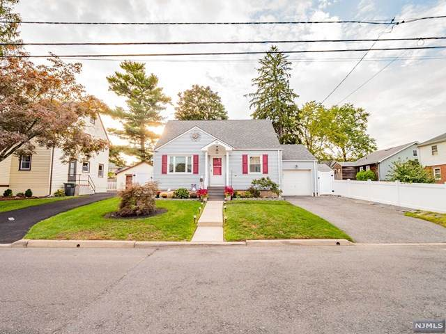 14 S Woodside Avenue, Bergenfield, NJ 07621 (MLS #21040244) :: Team Braconi | Christie's International Real Estate | Northern New Jersey